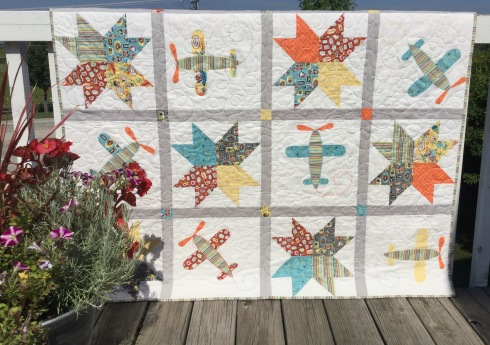 SewMod little flyers quilt kit